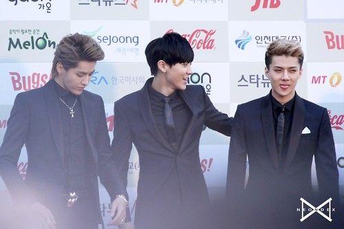 dailyexo:  Chanyeol,Kris,Sehun -140212 3rd Gaon K-POP Chart Awards, red carpet Credit: Neondex.(제3회 가온 차트 K-POP 어워드 레드카펫)