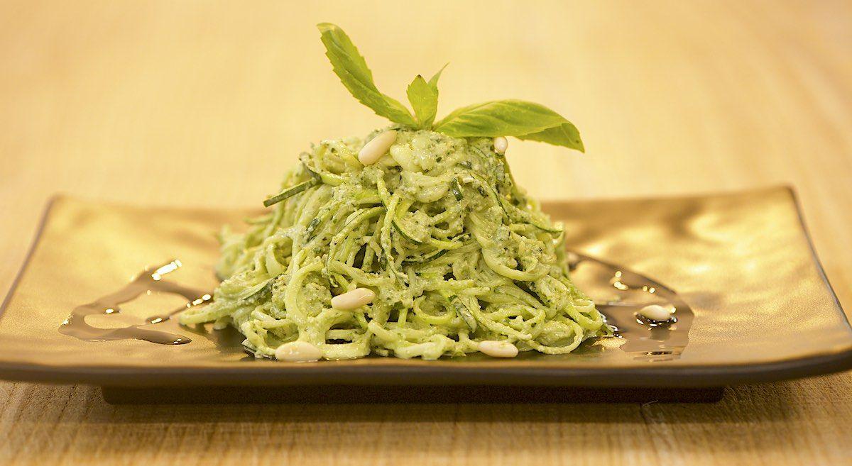 Spaghetti raw al pesto