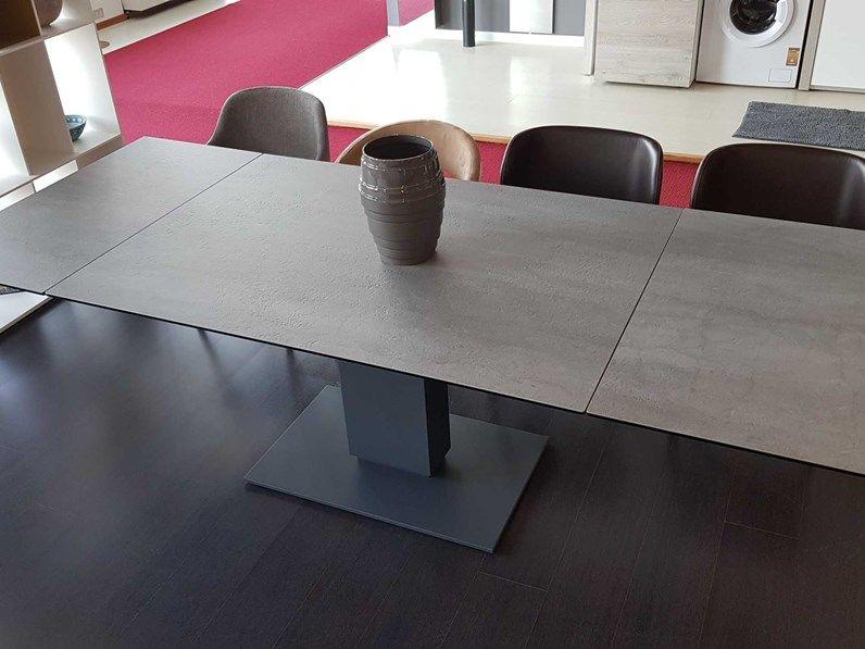 Outlet Tavolo Allungabile Con Basamento Centrale E Piano In Ceramica Tavoli Tavolo Calligaris Tavolo Terrazzo
