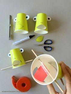 der frosch f ngt die fliege alles aus papier pinterest fr sche trinkbecher und basteln. Black Bedroom Furniture Sets. Home Design Ideas