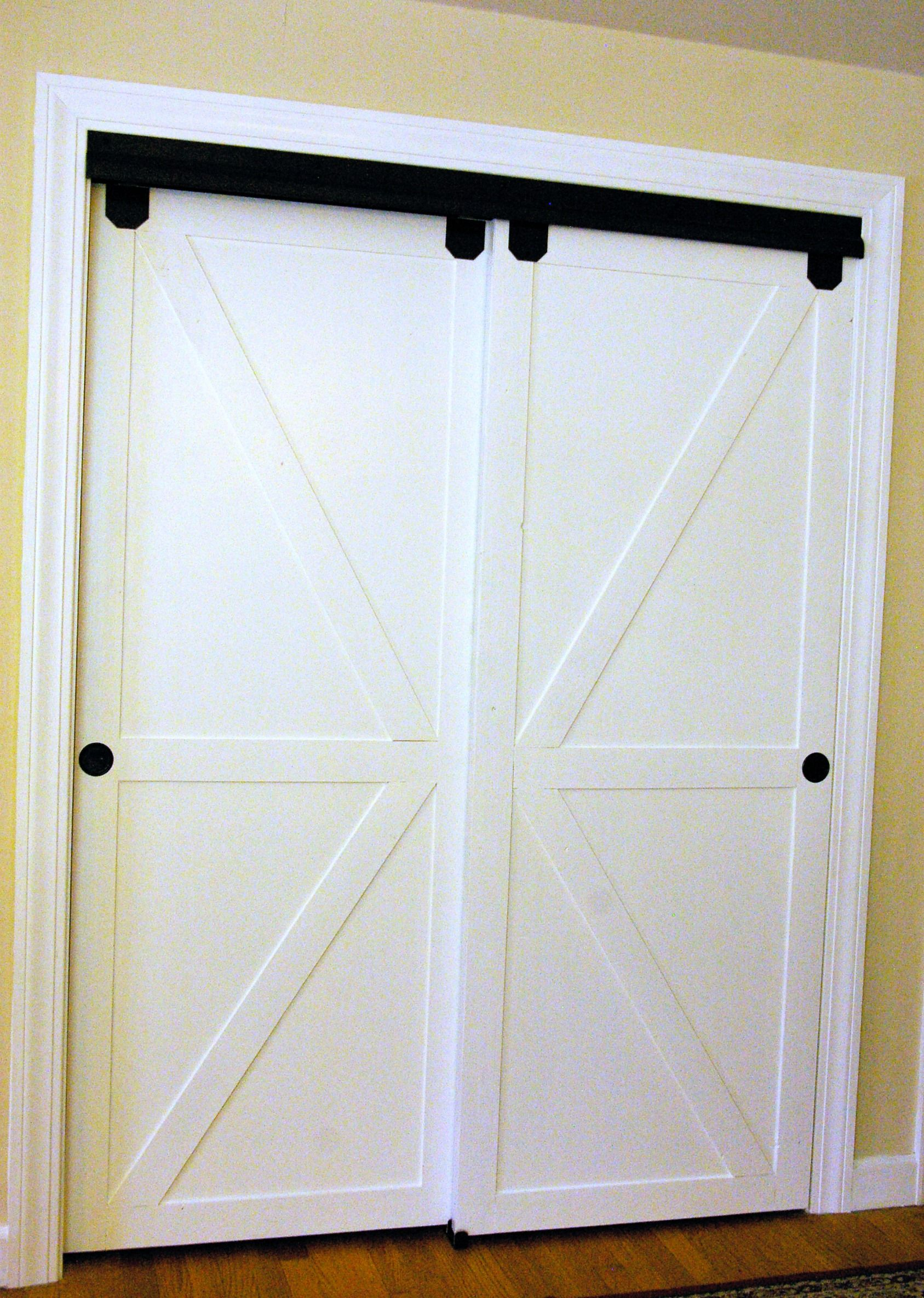 Diy faux barn doors on a sliding bypass closet door 02 for Closet door ideas diy