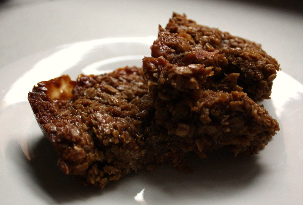 Bonfire night treacle toffee flapjack - Recipes from a Normal Mum