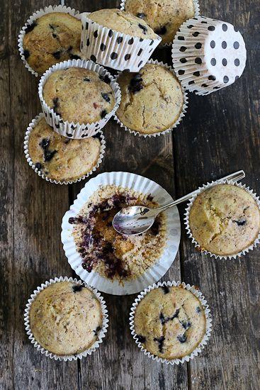 Näissä muffinsseissa on käytetty tavallisten jauhojen ohella hernejauhoja, sekä muitakin lähiraaka-aineita, kuten pellavaa ja mustikkaa. Täydellistä sunnuntaiaamuihin! Toivottavasti teitä ei ala jo…