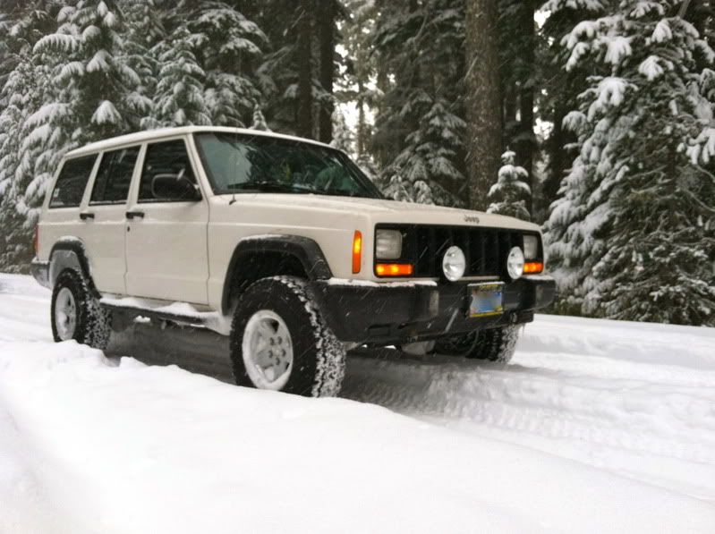 2 5 Ome Suspension With 30x9 5x15 Bfg T A Ko All Terrains White Jeep Jeep Xj Jeep Cherokee Xj