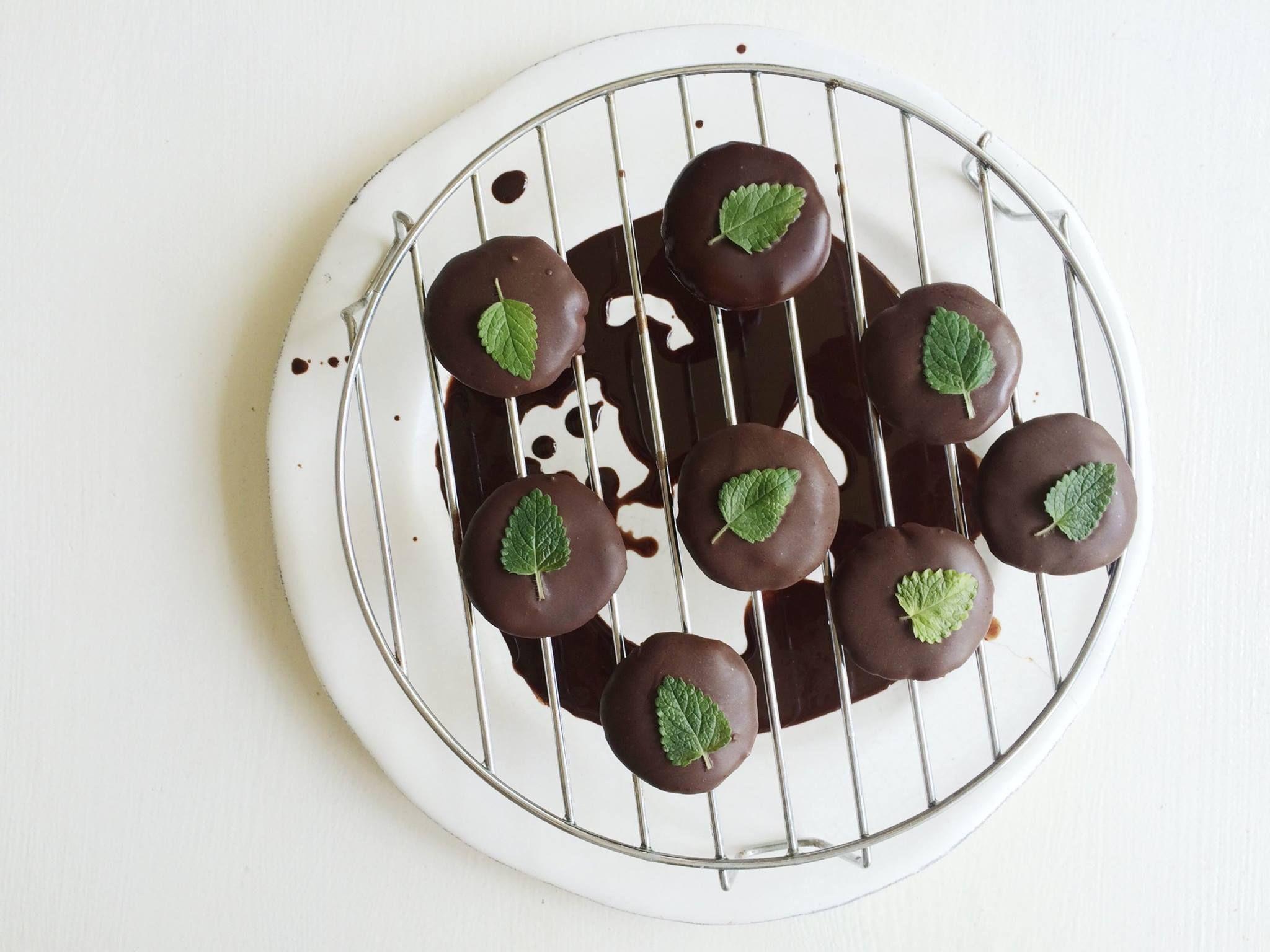 biscuiti keto cu ciocolata)