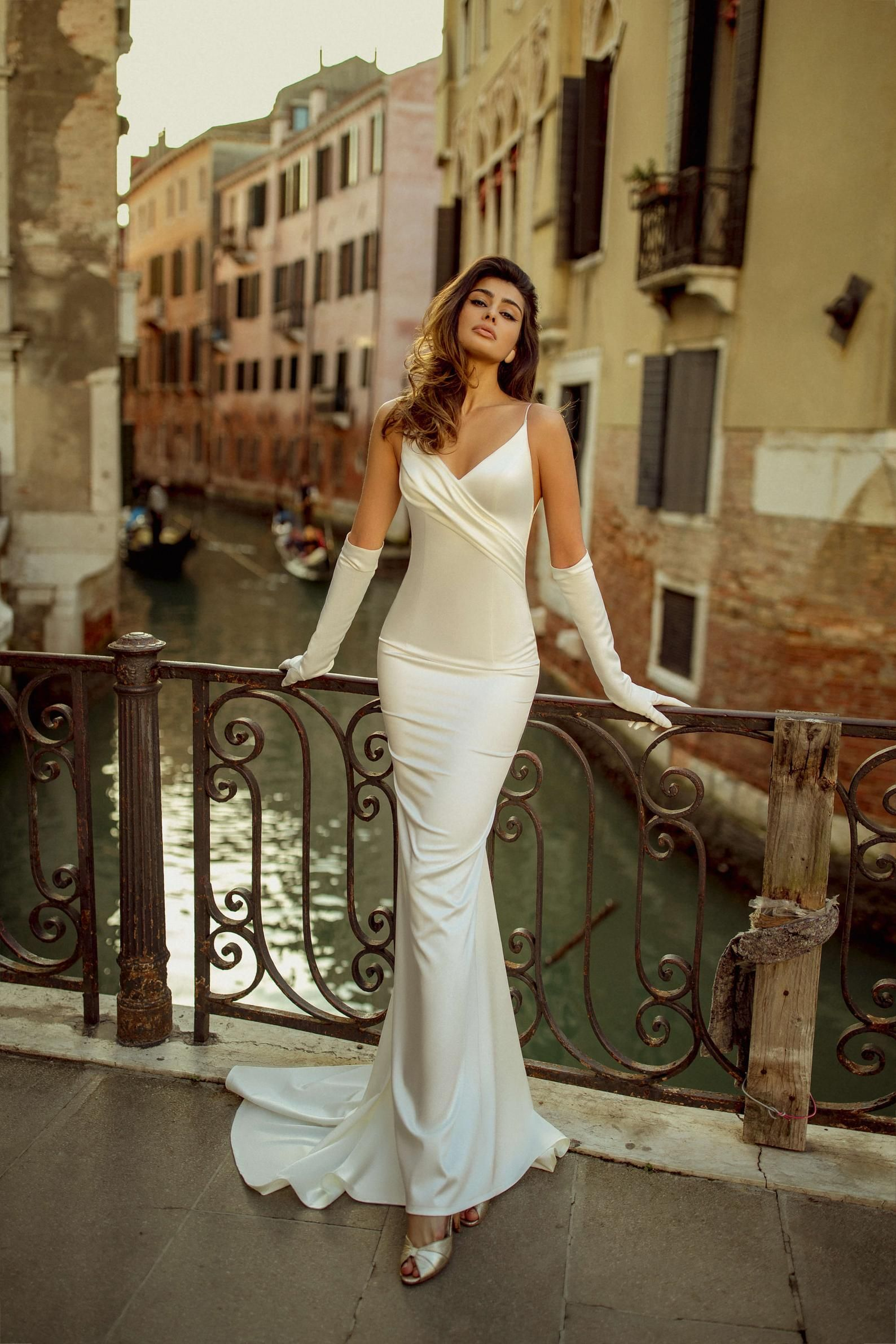 Mermaide wedding dress FREA with V-neck and spaghe