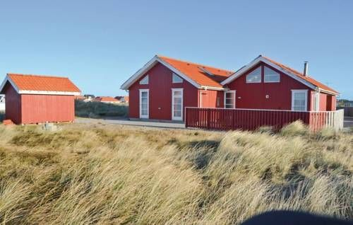 Holiday home Niels Vognmandsvej Thisted Holiday home Niels Vognmandsvej is located in Klitm?ller and it can accommodate up to fourteen guests.  The four-bedroom holiday home is provided with satellite-TV, a DVD-player, Hi-Fi system and wireless internet access.