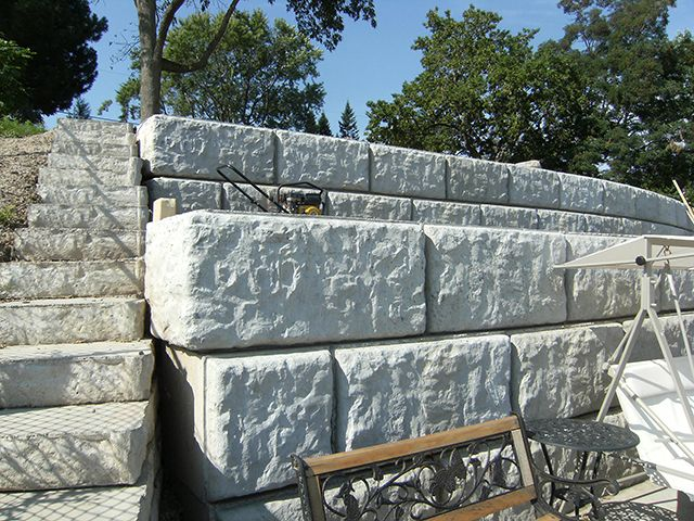 4ft Concrete Retaining Wall Blocks Hamilton Oakville Grimsby Ontario Sr Retaining Wall Blocks Concrete Retaining Walls Retaining Wall