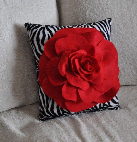 Cojines con flores en fieltro mi casa inventada almohadones pinterest - Modelos de cojines decorativos ...