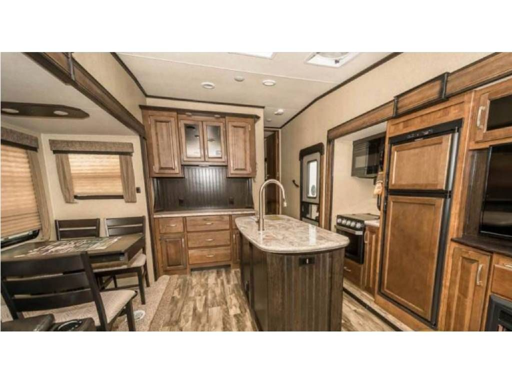 Big Closet Shower For 2 Check Out This 2019 Forest River Sierra
