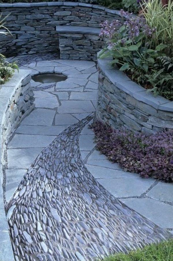 Ein herrlich angelegter Steingarten und am Ende des Weges
