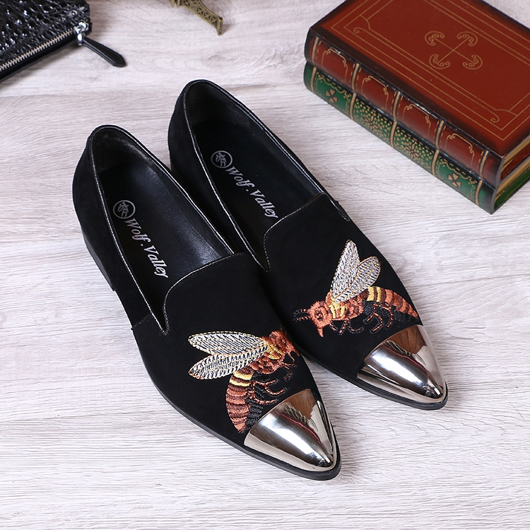 77.00$  Buy now - http://alif9y.worldwells.pw/go.php?t=32787913615 - Men shoes flats Suede pointed toe oxford shoes 2017 Fashion Embroidery Metal toe Men Dress Shoes wedding and party shoes