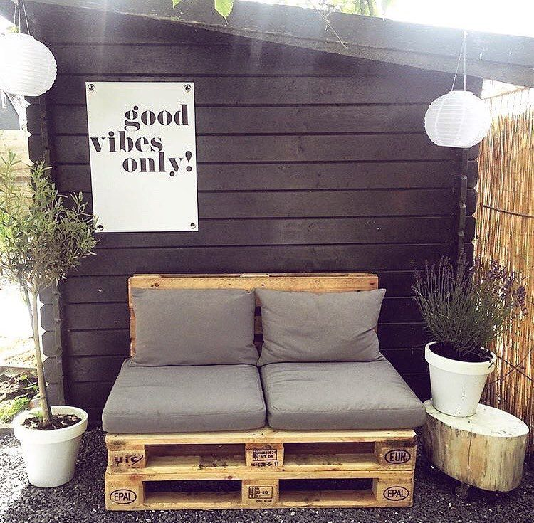DIY Wooden Pallet Outdoor Furniture Projects #woodpalletfurniture