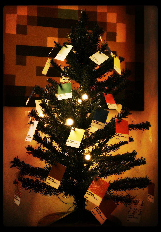 Albero di Natale 2014 – Il Pantonalbero.  Questa simulazione di Albero di Natale risalente al periodo giuRGBassico è stato pensato per RALlegrare le festività inCMYKombenti.