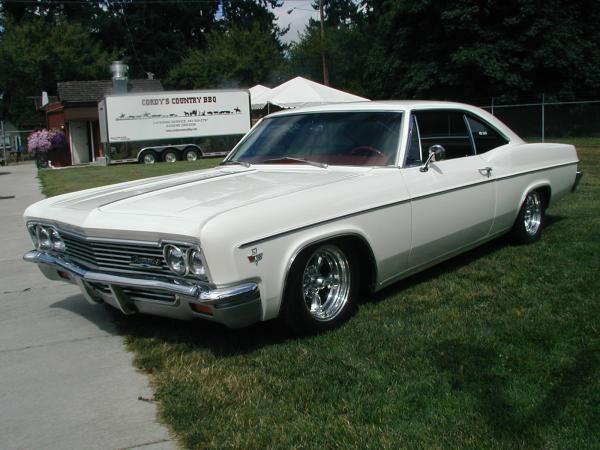 1966 Chevy Impala 4 Door Hardtop White My Folks Owned One Of These 1966 Chevy Impala Chevy Impala Muscle Cars Camaro