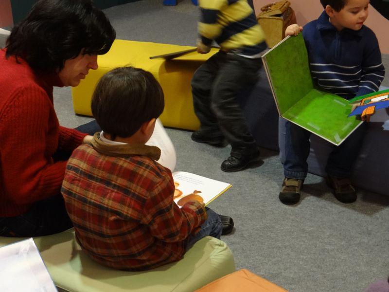 Colegio Villar y Macías. 2º de Educación Infantil (III) Hacer Escuela: El mundo de los cuentos    Fotografías realizadas a los grupos escolares y a los alumnos que han visitado la exposición.