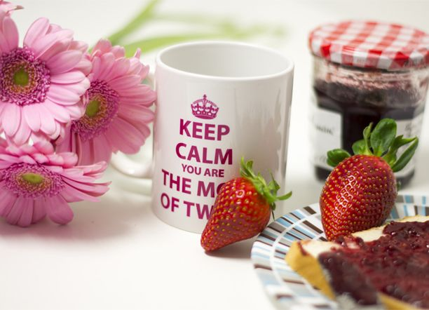 "Taza ""Keep calm. You are the mom of twins"""