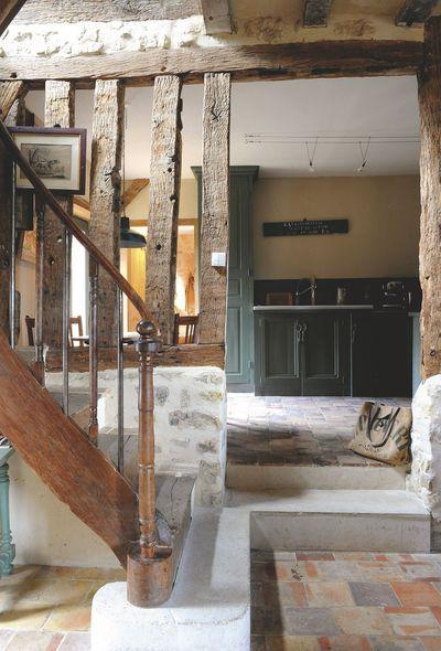 Maison du0027hôtes dans le Perche, déco vintage et chinée Mud rooms - deco maison ancienne avec poutre