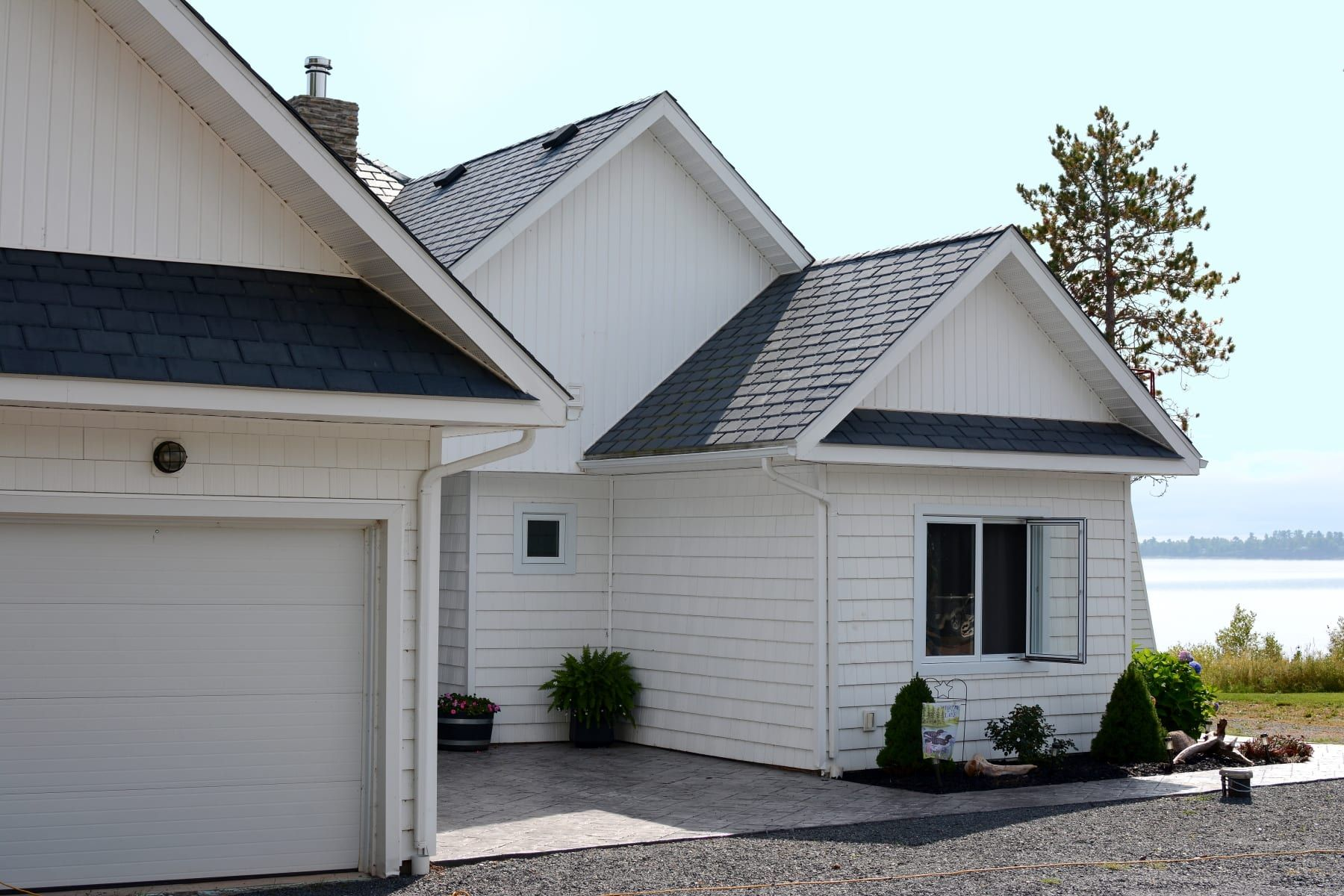 Features Moderne Slate Synthetic Slate Roofing On The Edge 400 x 300