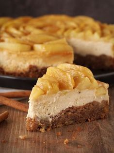 Photo of Catch-up or caramel cheesecake with cinnamon apples – with coffee