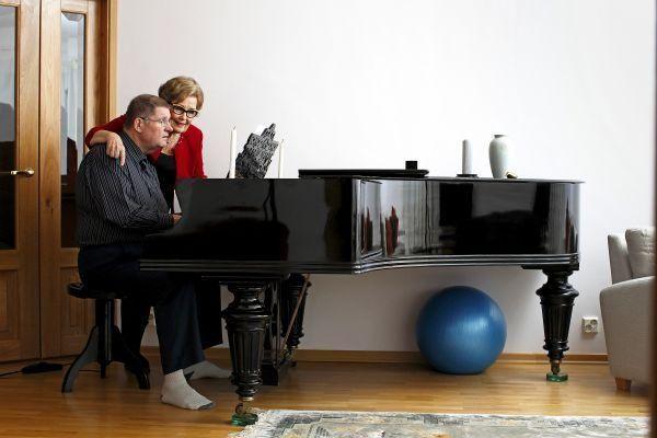 Eva-Riitta ja Matti Siitonen yhdessä ja erikseen | Apu