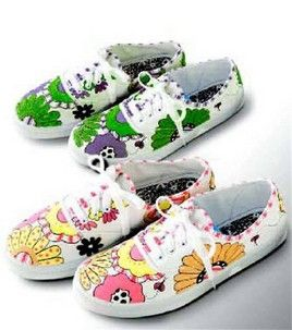 b9621dc19a81 Decorate Your Tennis Shoes with Fabric Markers - Free Pattern!