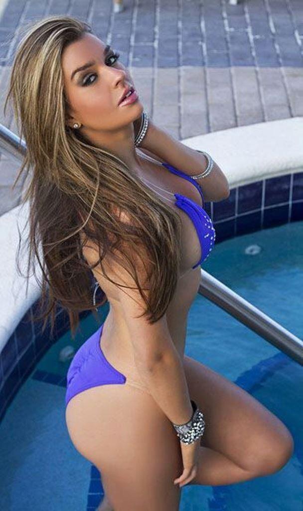 Sexy hot wet babes