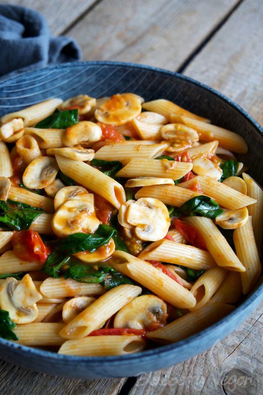 Schnelle Pasta mit Tomaten, Pilzen und Spinat | Rezept ...