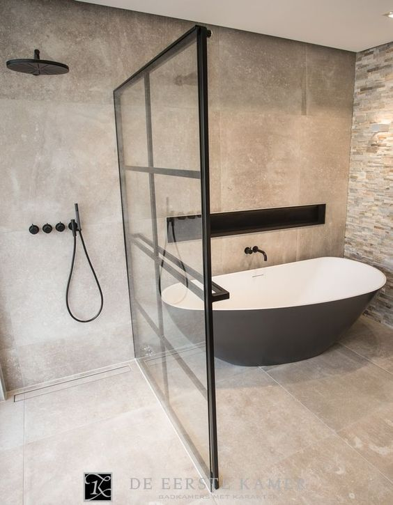 Badkamer showroom - De Eerste Kamer Barneveld | Bathroom layout, Wet ...