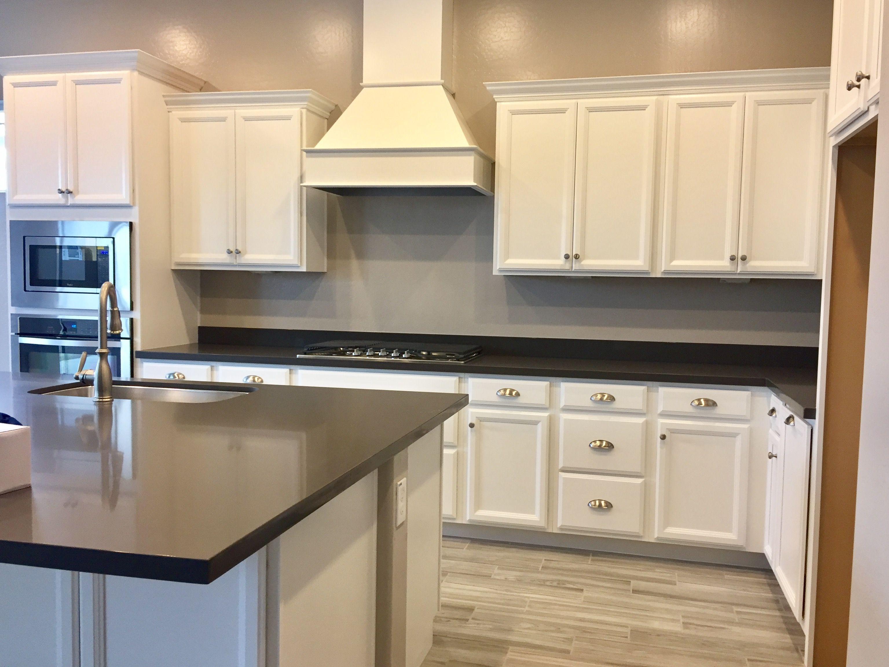 My Cocina Blanca Timberlake Tahoe Cabinets Timberlake Tahoe Kitchen Hood Cabinet Home Kitchens New Kitchen