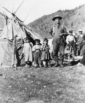Athabascan group at Porcupine River, NWT - no date