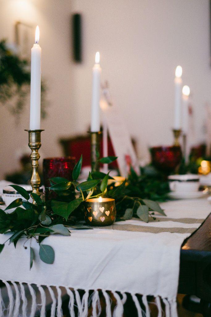Bespoke The Wedding Event Irish Pub Wedding Vintage Charger Plates Wedding Table & Bespoke The Wedding Event Irish Pub Wedding Vintage Charger ...