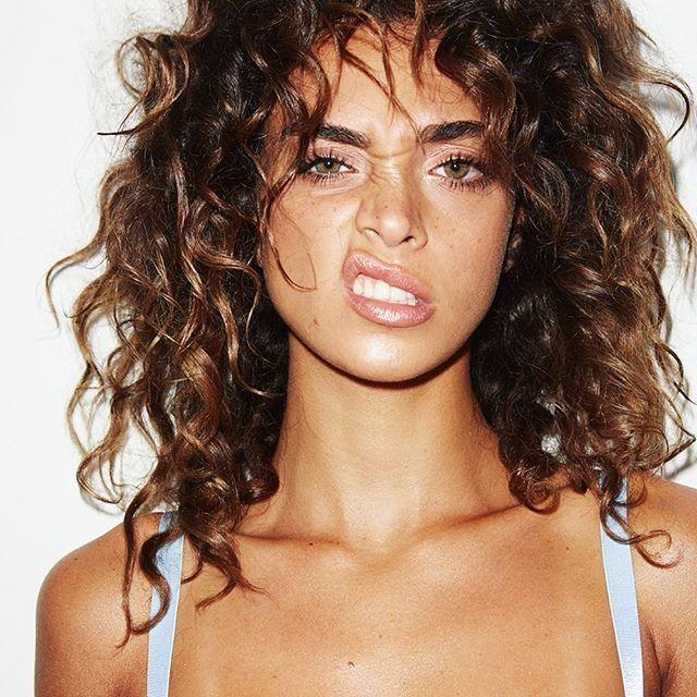 How To Updo Curly Hairstyles Curly Hairstyles Short Length Curly Hairstyles Diy Curly Hairstyles Using Croc Naturlocken Frisuren Haarschnitt Haare Pflegen