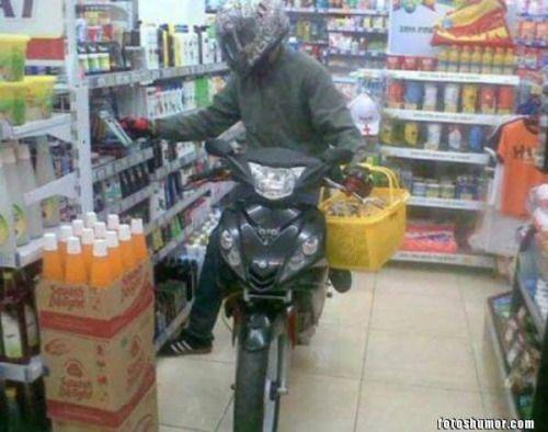 Humor grafico colombiano: De compras en moto Ôô →... - http://videostelegram.com/imagenes-divertidas/5367