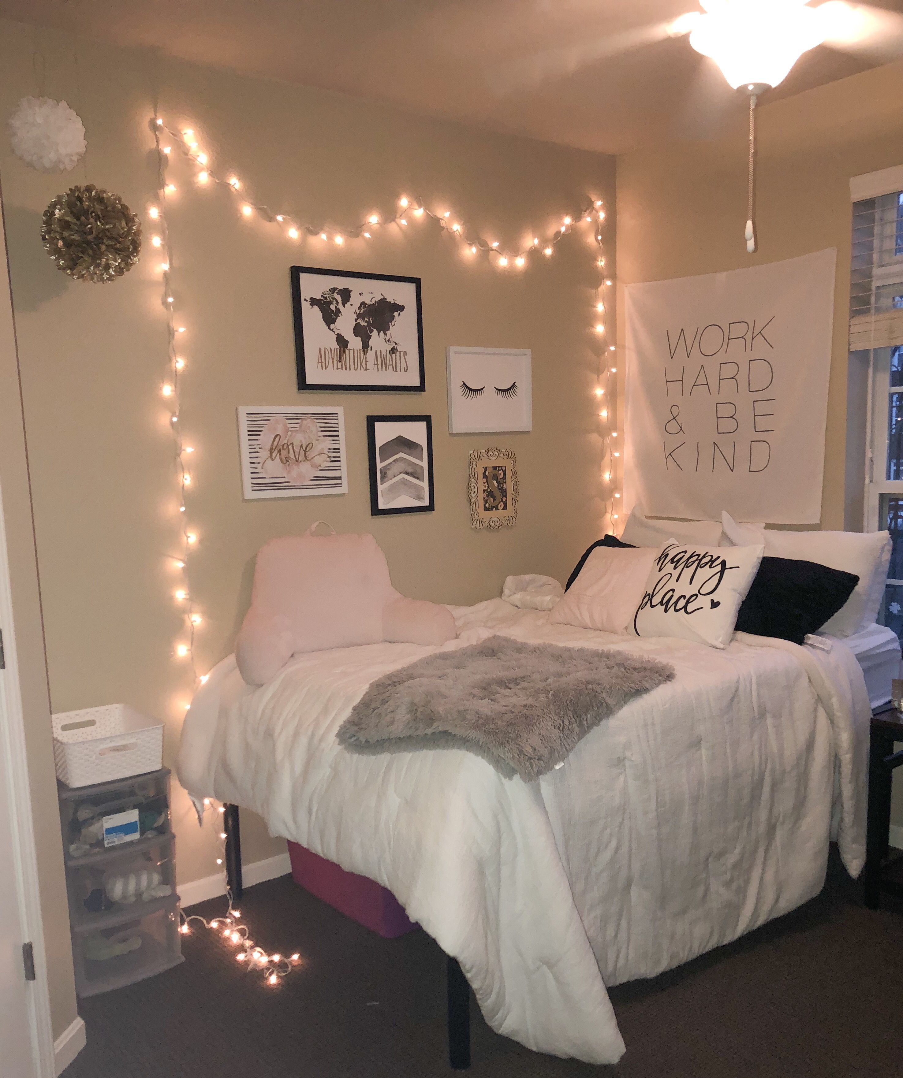 Pin By Marisol Guerrero On College Small Room Bedroom Bedroom Decor Small Room Design