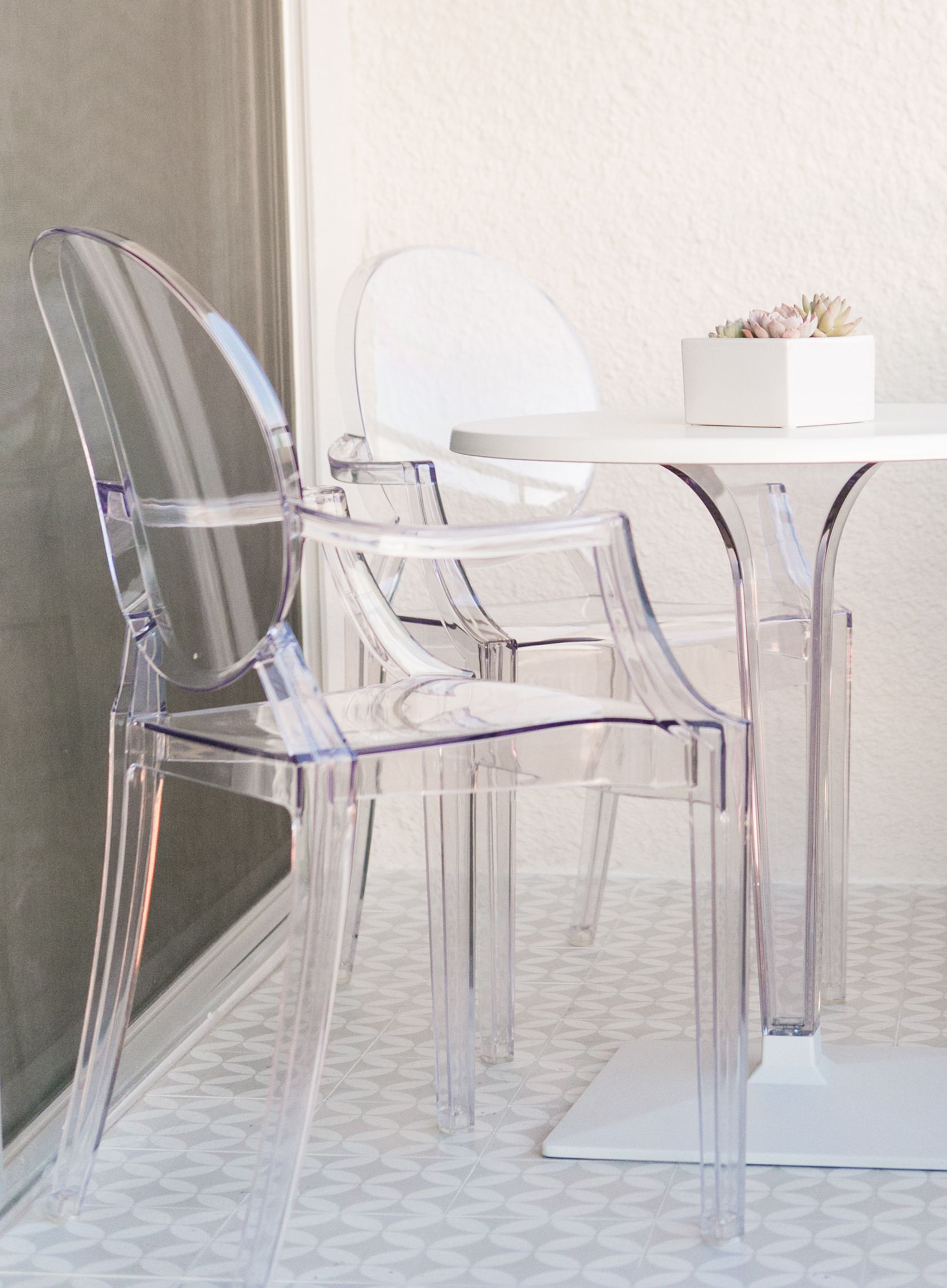 Sydne Style Shows Glam Outdoor Furniture With Acrylic Chairs Home Decor Homedecor Interiors Interiordesign Lucite Tiles Outdoorfurniture