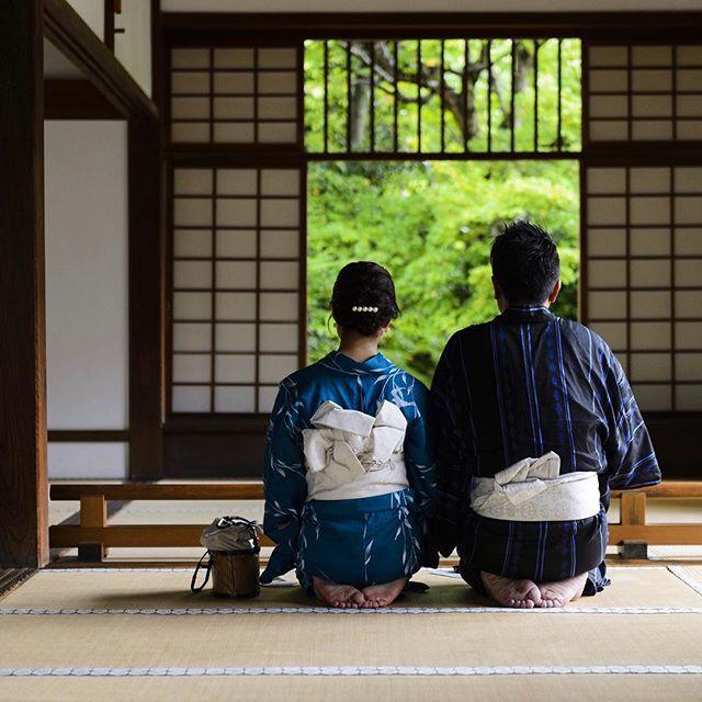 . 迷いの窓を見つめる二人  Date : 2015.8.31 Location : #genkoan #源光庵 Photo : @kohei713 . by kyoto_iitoko