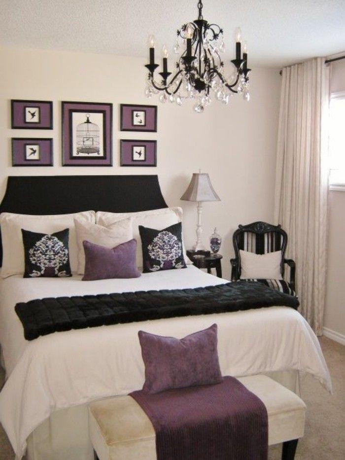 schlafzimmer dekorieren schwarzer kronleuchter aus kristall lila