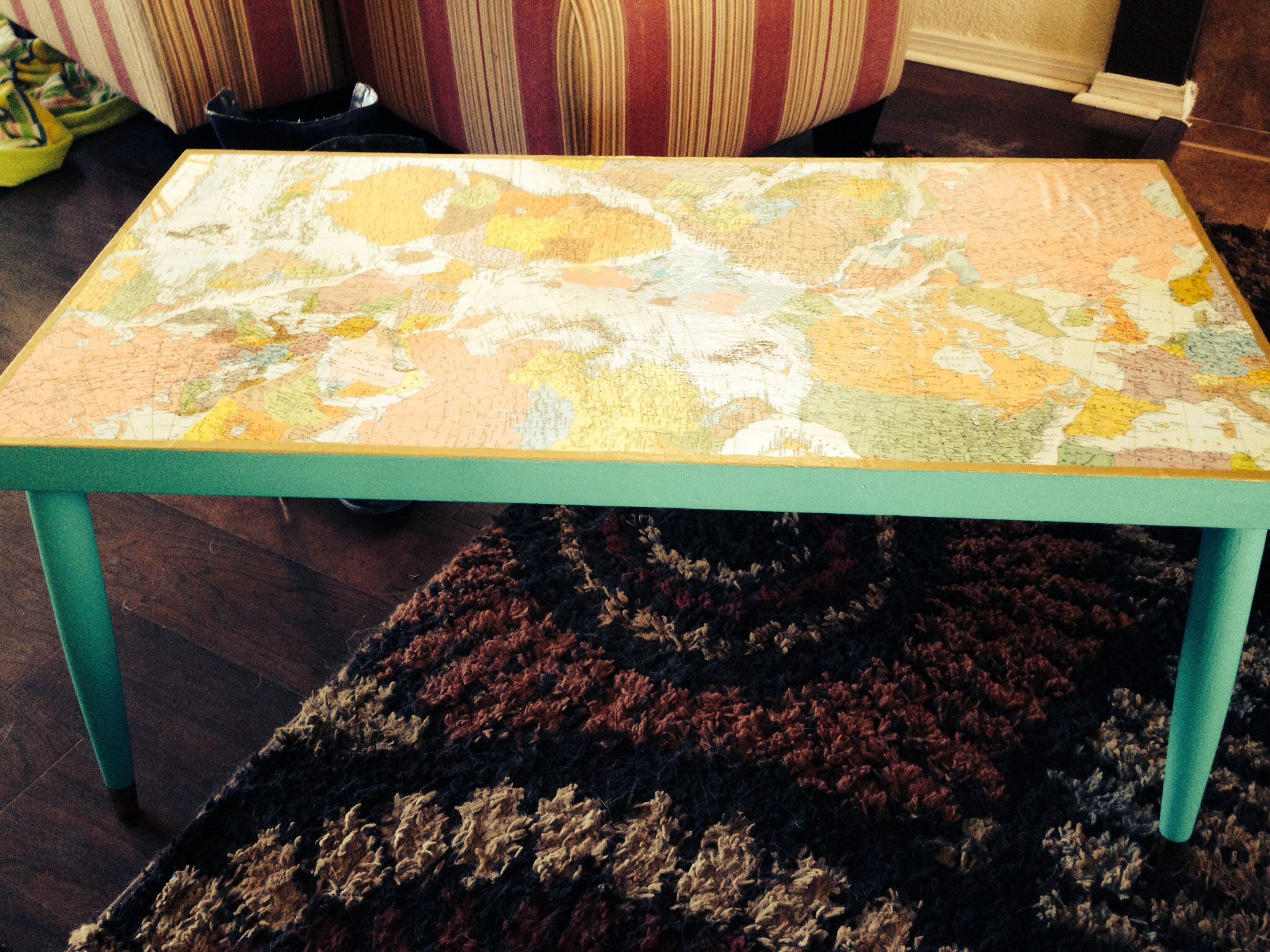 vintage coffee table with decoupage maps | diy- home | pinterest
