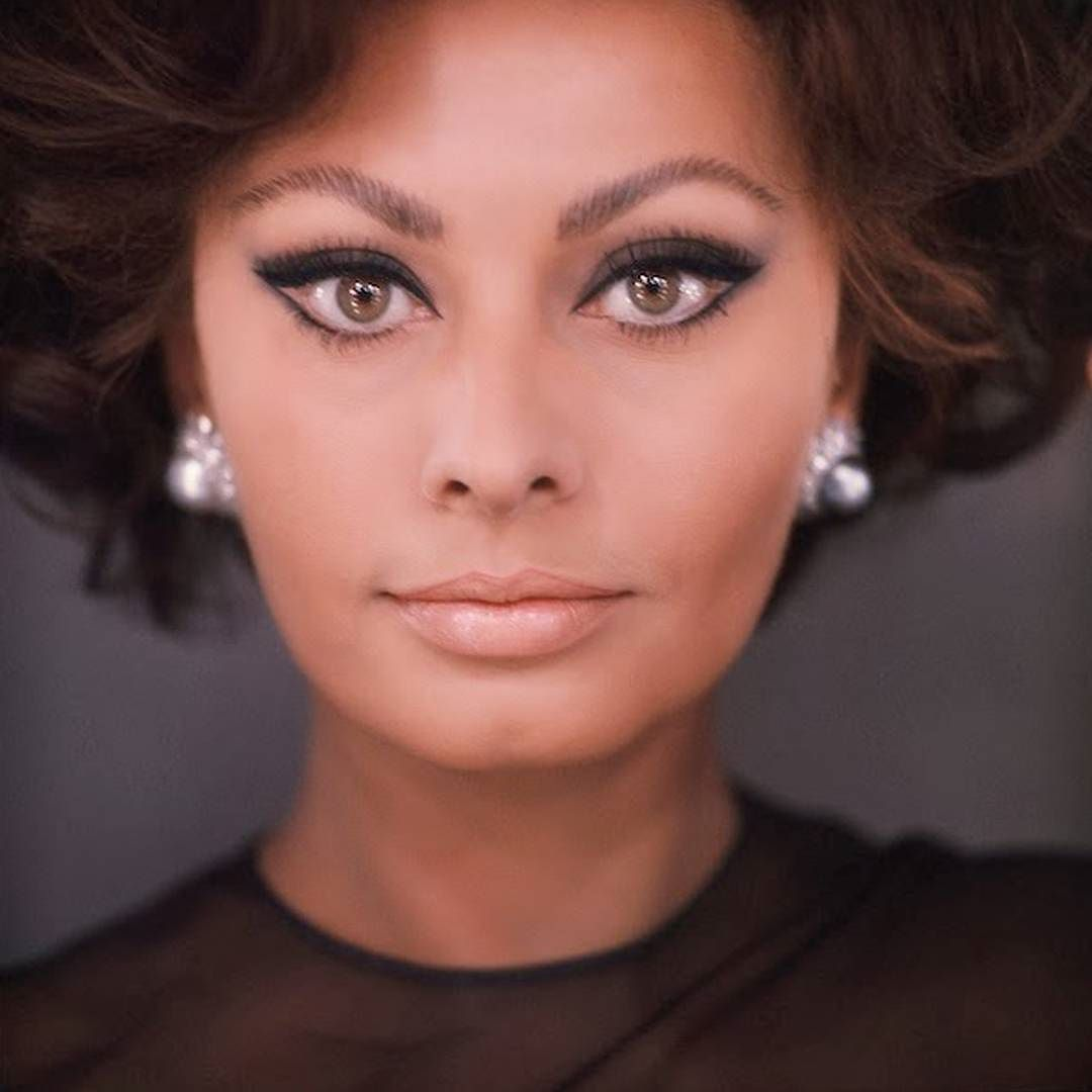 Vintage pic with Italian glamour! Sophia Loren with mismatched ...