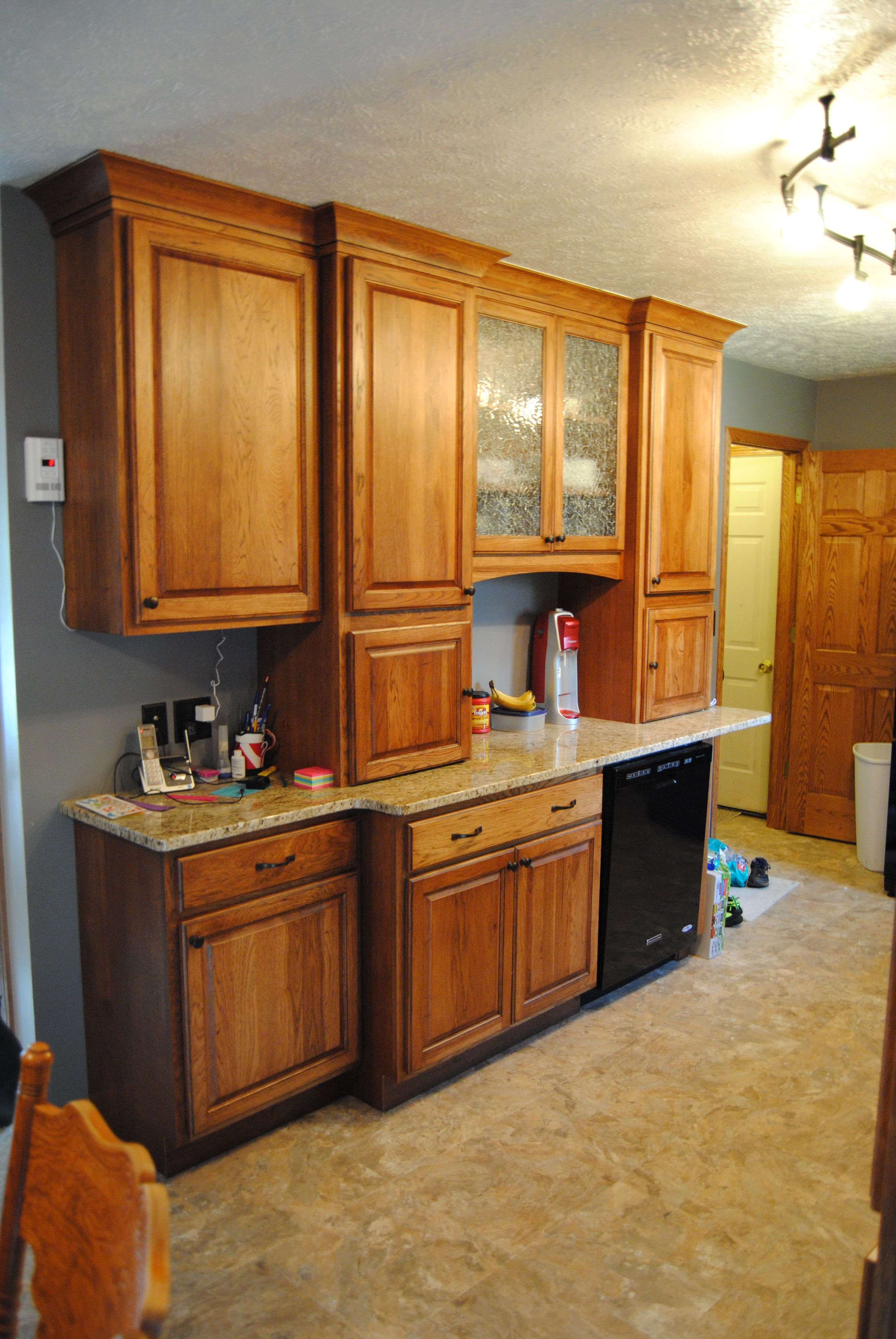 Fieldstone Cabinets With Tremont Door Style In Hickory Finished In Toffee  With Chocolate Glaze. Granite