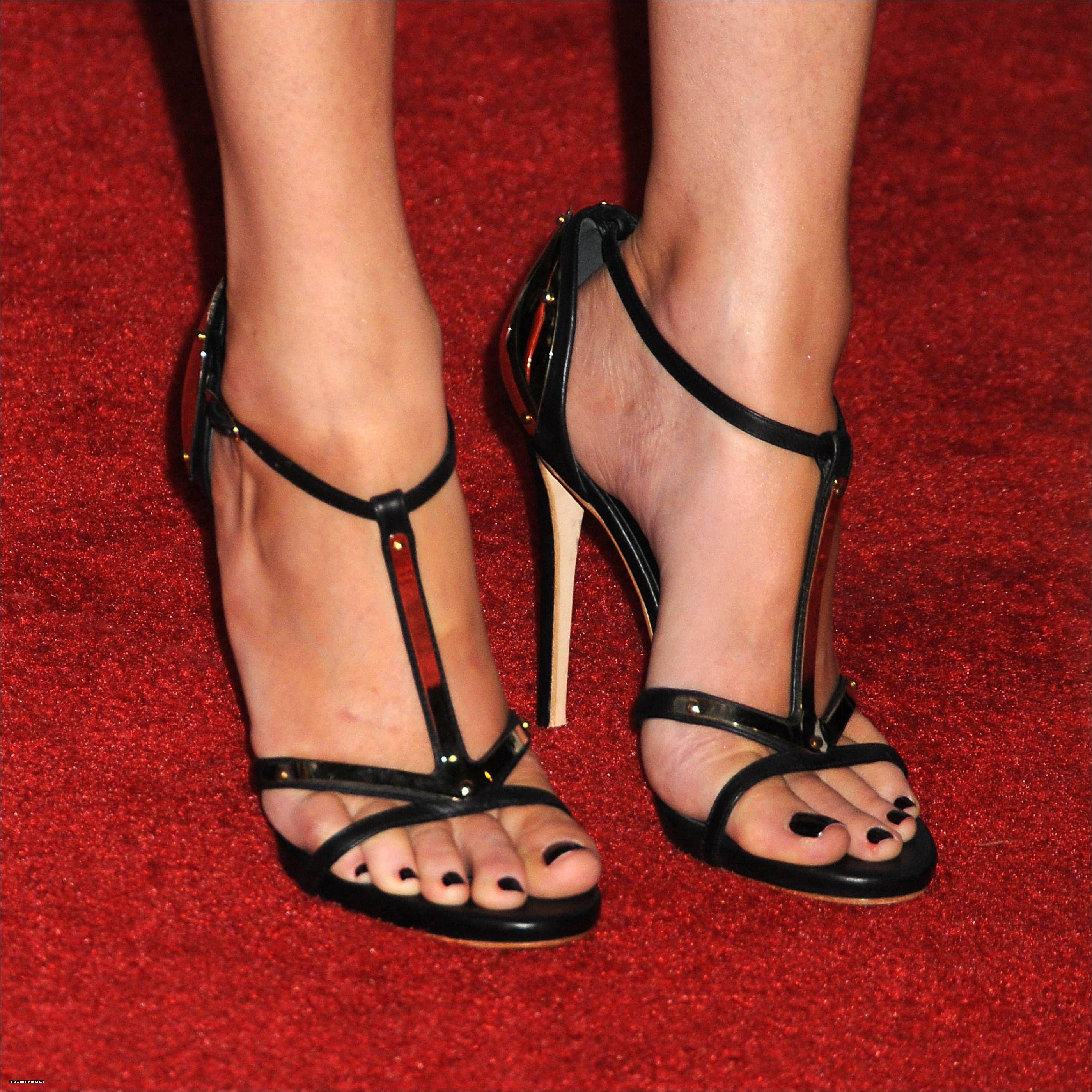 Elizabeth Banks Feet 1210380 Jpg Tacones Altos Tacones Zapatos Sexys