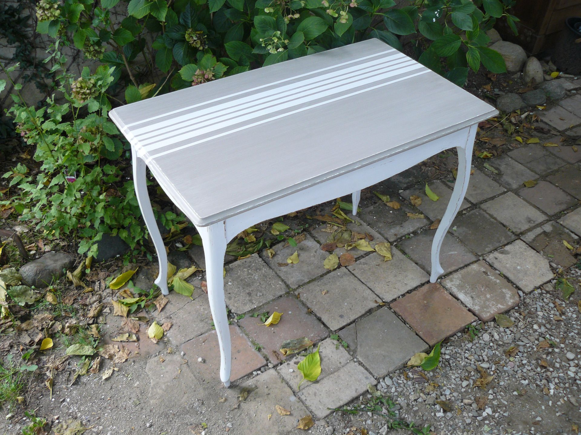 Petite Table Aux Pieds Blanc Casse Patine Et Plateau Chene