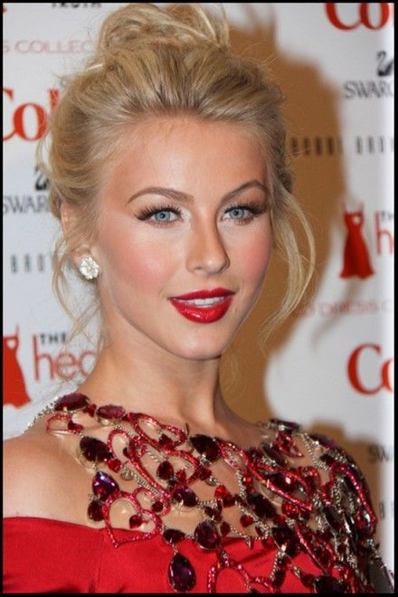 Julianne Hough Hairstyle With Prom Updo Hairstyle 02 Coiffure Et Beaute Maquillage Cheveux Coiffures Chics
