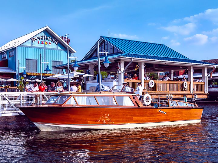 Champagne Or Weekend Wine Tasting Cruise Aboard The Venezia Celebrate A Special Occasion While Drifting Across La Italian Water Downtown Disney Florida Resorts