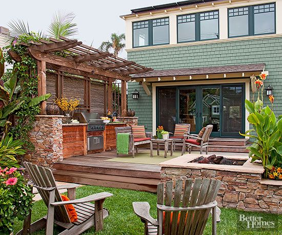 17 great ideas for better outdoor living wooden walls for Backyard patio privacy ideas