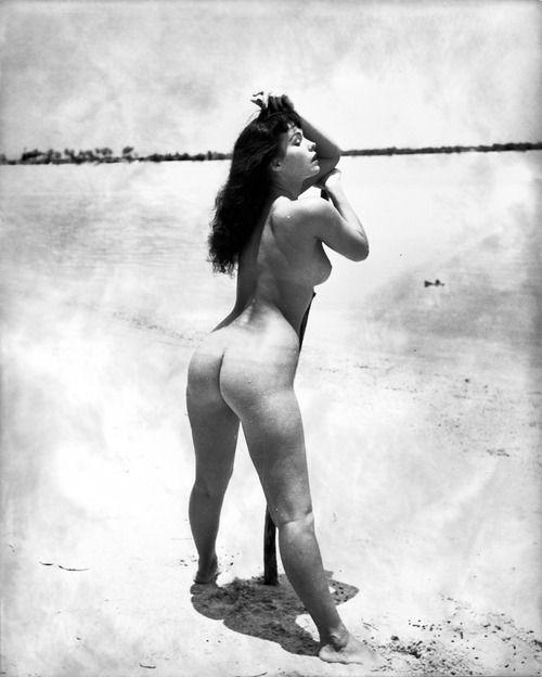 bettie page weight and height