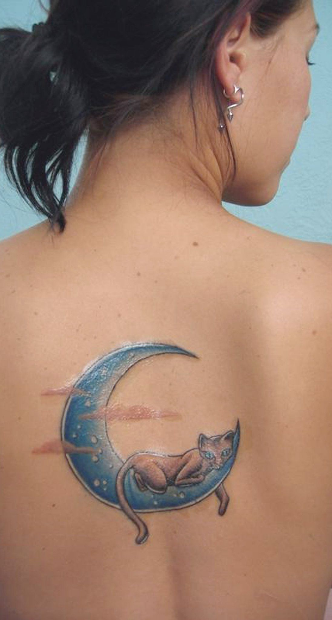 e18df2b41 Unique Watercolor Crescent Moon and Cat Back Tattoo Ideas for Women - Único  gato Acuarela en luna Ideas de tatuaje para mujeres - www.MyBodiArt.com