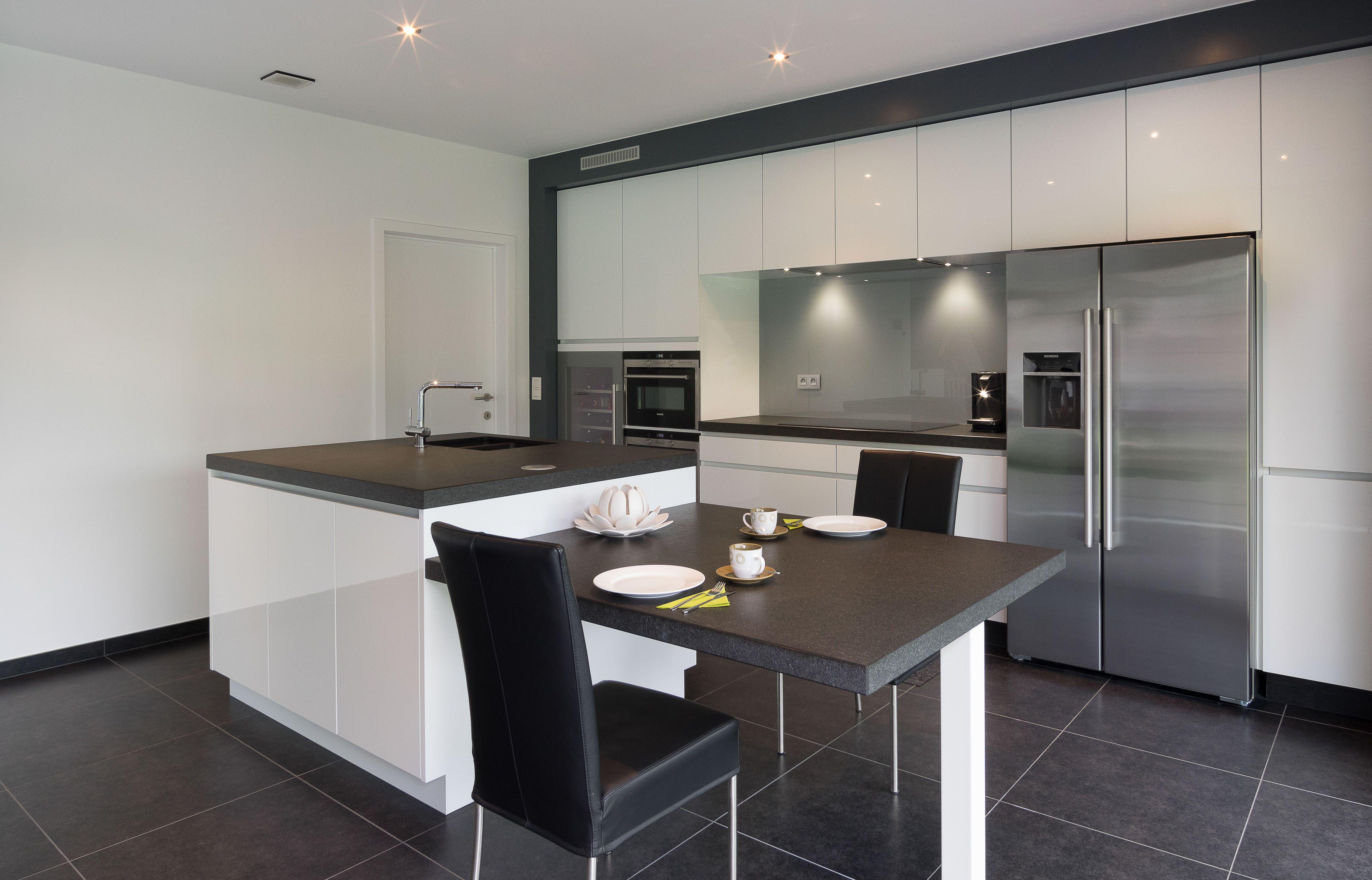 Bouwonderneming ooms moderne keuken in folie met granieten