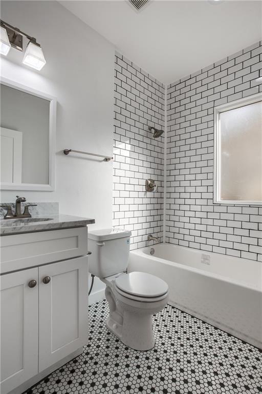 408 S Waverly Dr Dallas Tx 75208 Mls 13731264 Zillow Bathroom Inspiration Bathrooms Remodel Bathroom Remodel Master